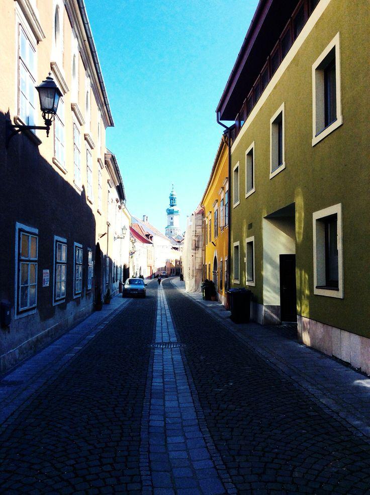Ungarn, Sopron, Holiday, Feuerturm, Farben, Reisen, Fotos, Selfmade, Sonne, Grün, Laterne, Lampe, Fußgängerzone, Kirche, Turm, Gebäude