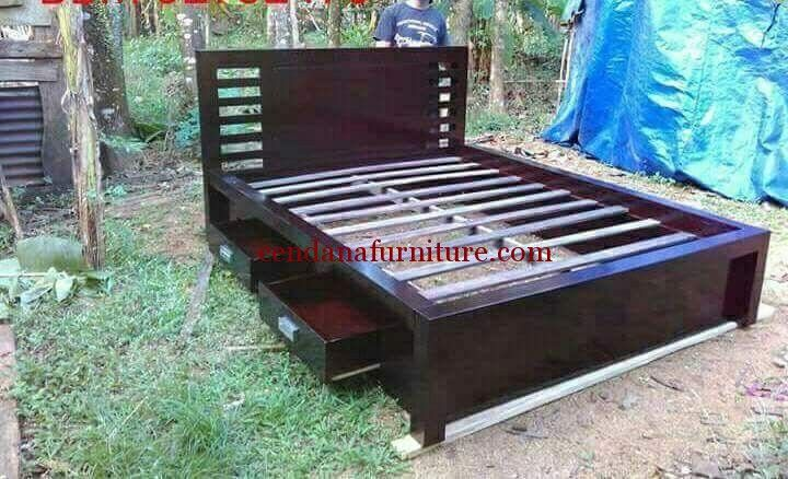 Tempat Tidur Minimalis Jati Drawer memiliki tampilan simple dengan design minimalis terbuat dari kayu mahoni dengan finishing duco hitam glossy.