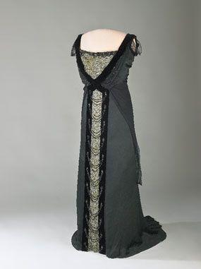 Lauriat style dinner dress