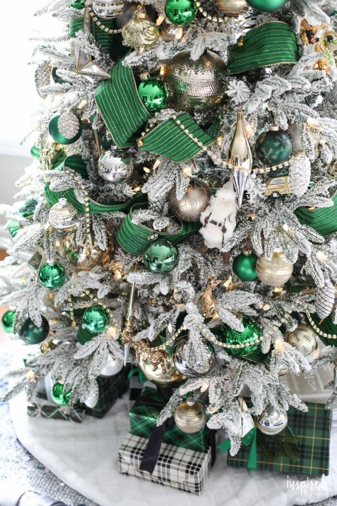 A Christmas Tree Fit For The Emerald City Emerald Green Christmas Tree Green Christmas Tree Decorations Green Christmas Decorations Elegant Christmas Trees