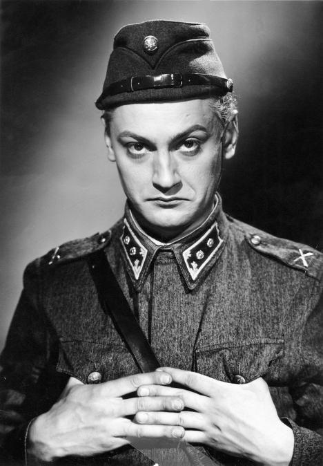 Jussi Jurkan tunnetuimpia rooleja oli epäsuositun Lammion osa Tuntematon sotilas -elokuvassa (1955).