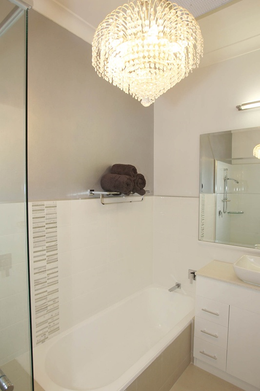 Dulux bathroom ideas bathroom ideas using olive green for Dulux bathroom ideas