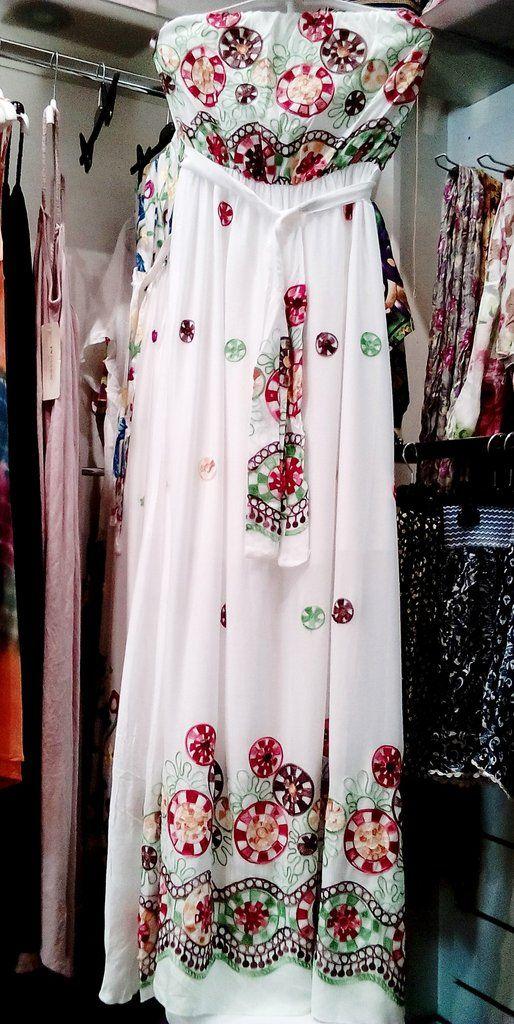 Λευκό μακρύ φόρεμα με κέντημα