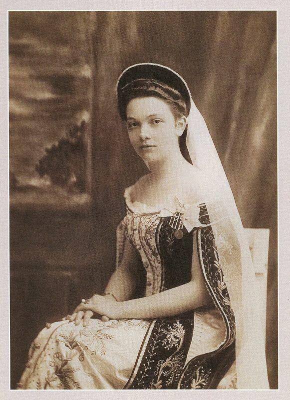 Дневник одной фарфоровой куклы - Фрейлины конца XIX - начала XX века в русском придворном платье