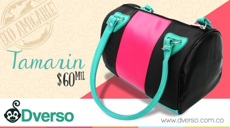 Tamarin es un bolso tipo baúl lleno de diseño y color.