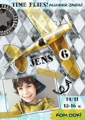 Stoere uitnodiging voor jongen! Kinderfeestje fotokaart met stoer vliegtuig en eigen foto. Hip! Tekst aan te passen naar eigen wens. Ontwerp Zus&ik