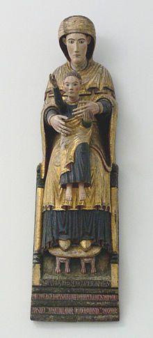 """""""Madonna como Asiento de la sabiduría"""" del año 1199, se encuentra en la Abadía de Camaldolese cerca de Arezzo en Italia. En esta escultura se representa a la Virgen María como el asiento de la sabiduría sobre el cual se sienta el niño Jesus, también representada como la sabiduría de la iglesia y sus enseñanzas en los seguidores cristianos"""