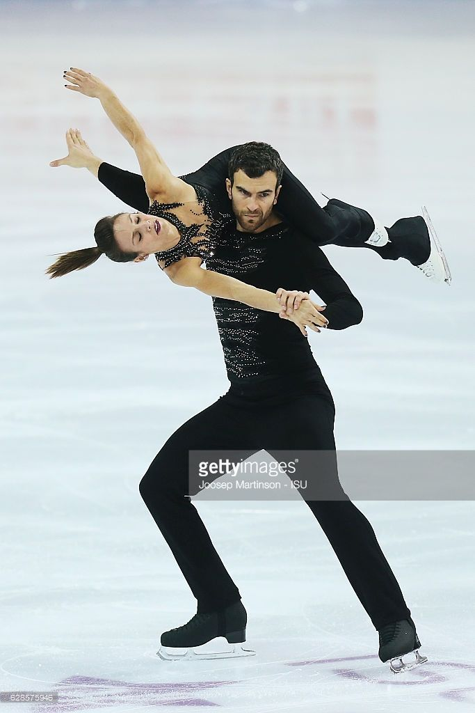 News Photo : Meagan Duhamel and Eric Radford of Canada...