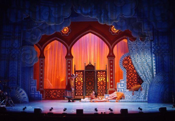 Aladdin The Palace Set Design In 2019 Aladdin Musical