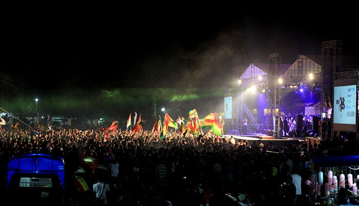 Festival Reggae di Lapangan Sangkareang Kota Mataram  Reggae sudah menjadi salah satu bagian dari masyarakat Lombok. Bagaimana tidak, musik Jamaika ini mampu menghipnotis ribuan anak pantai Pulau Lombok.  Ke Lombok dan menikmati musik reggae? Why Not! Contact us www.thelangkahtravel.blogspot.com
