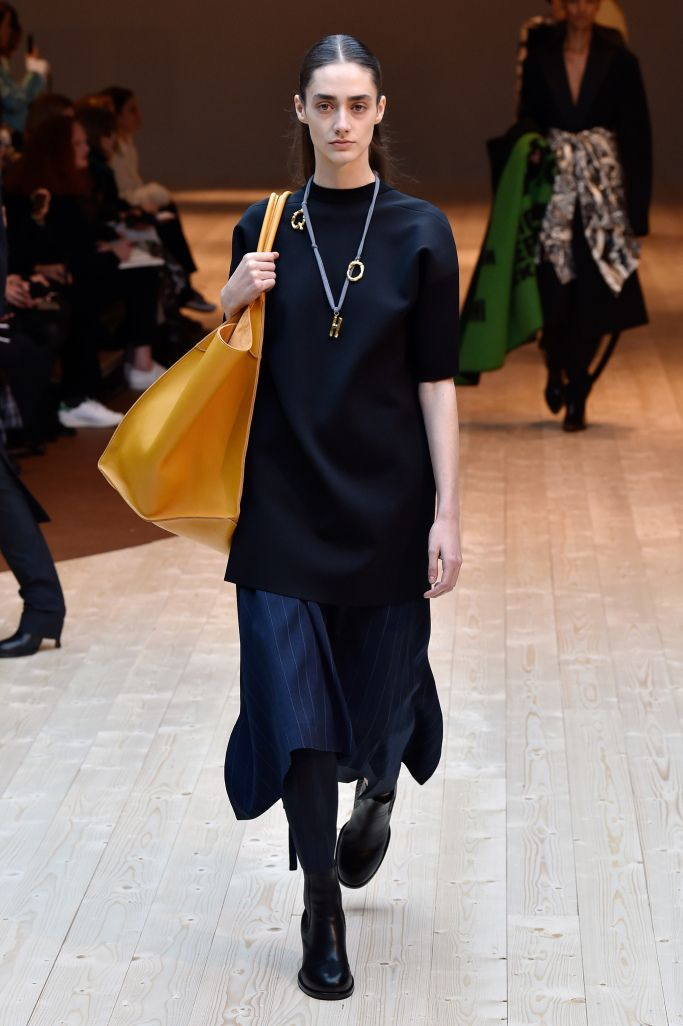 「セリーヌ(CELINE)」が2017-18年秋冬コレクションをパリで発表した。