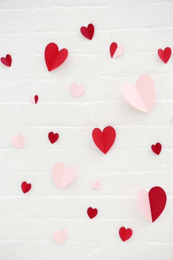 lovely heart garland for valentines day or special occasion #valentinesdaydiy #weddingdiy #weddingchicks http://www.weddingchicks.com/2014/01/28/heart-wedding-cake/
