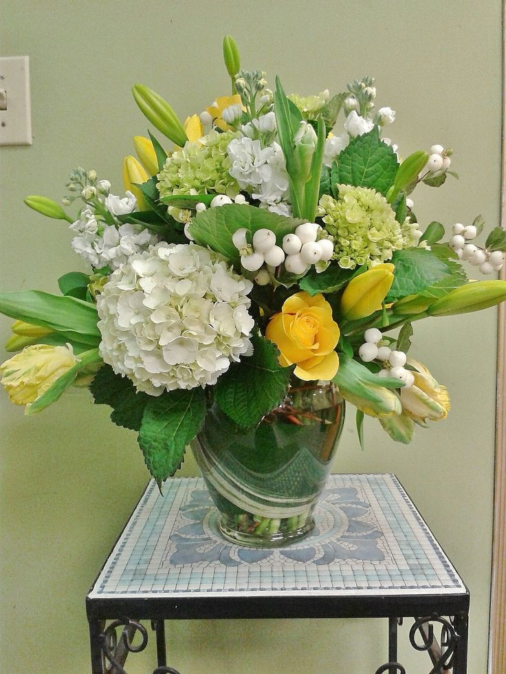 bright neutrals with a  pop of yellow. made at skillins greenhouses