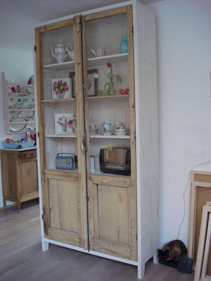 Bij 'klusbusje.nl' maken ze van oude deuren leuke kasten.
