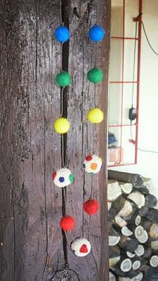 Collana con palline di feltro e crochet con tutorial chiaccherino