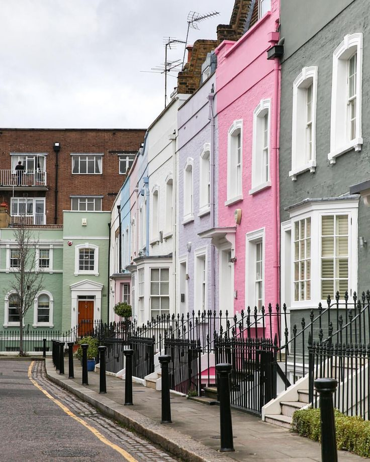 London | Colourful streetscape in Chelsea
