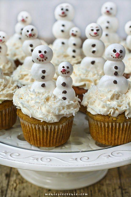 Muffinki jabłkowo - marchewkowe z bezowym bałwankiem / Apple and Carrot Muffins with Meringue Snowman