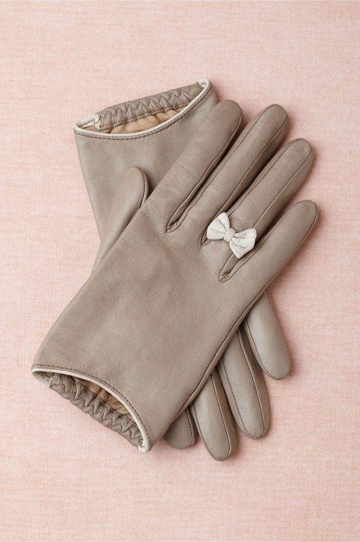 перчатка с бантиком вместо колечка