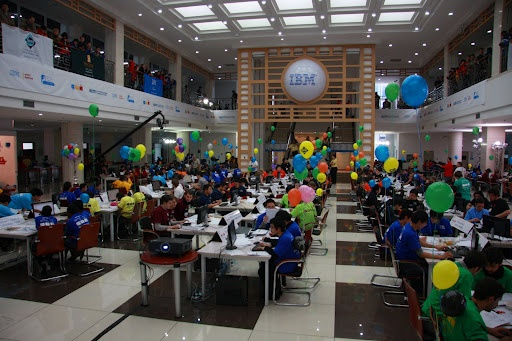 The traditional colorful balloons scattered through the World Finals competition floor are a sign of success.    #success #balloon #China #ICPC2010