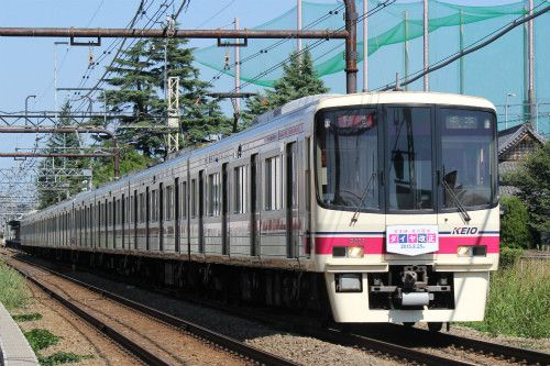 京王電鉄の車両・列車 (2) 9/25ダイヤ改正のヘッドマーク掲げた8000系 | マイナビニュース