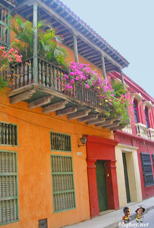 Colourful buildings in Cartagena (Colombia). More on this beautiful colonia city: http://bbqboy.net/travel-tips-and-photo-essay-on-incredible-cartagena-colombia/ #cartagena #colombia