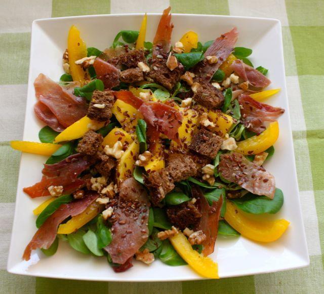 Maaltijdsalade met veldsla, mango & serranoham #salad #food