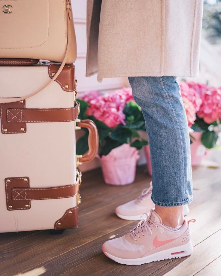 My go-to travel uniform up on galmeetsglam.com today and I've worn my new pink Nikes almost everyday since they arrived (link in profile) #travelstyle #nike #pink #steamlineluggage #gmgtravels