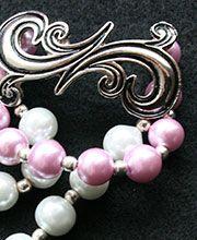 ARABESCO EN ROSA: Pulsera doble en perlas rosa y blanco con herrajes plateados.