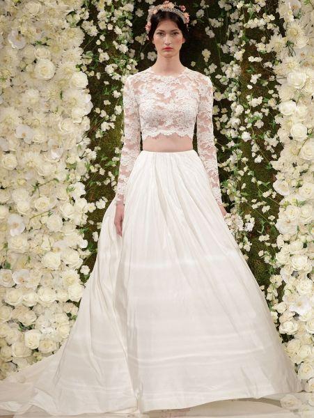 "Ontbloot middenrif <p>@ Reem Acra Bridal Fall 2015</p><p><a href=""/wedding/Trouwjurken/Om-bij-weg-te-dromen-de-19-allermooiste-couture-trouwjurken"" target=""_self"">En dit zijn de 19 mooiste couture trouwjurken</a> ></p>   ELLE"