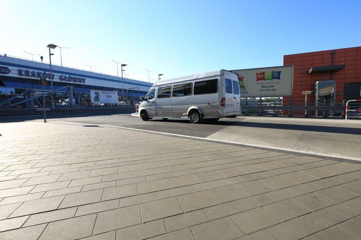 Dworzec Autobusowy Kraków. Nawierzchnia wykonana przy użyciu kostki Polbruk Urbanika