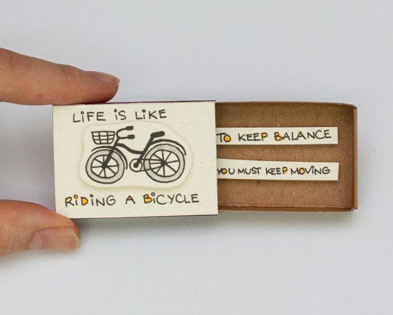 """Divertida tarjeta de inspiración """"La vida es como andar en bicicleta"""" Matchbox / caja de regalo / caja del mensaje / OT005"""