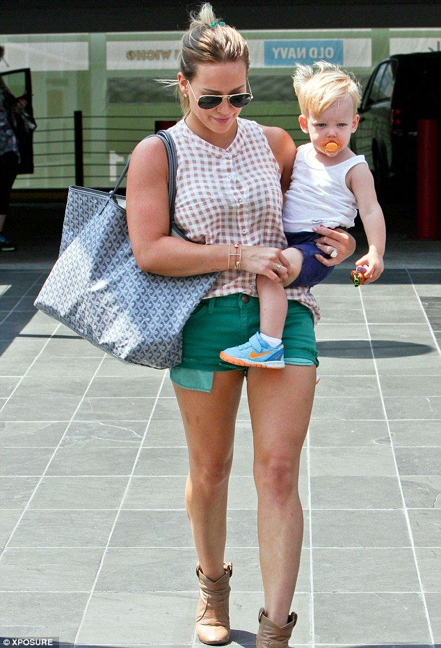 hillary duffStylish Mums, Girls Crushes, Hillary Duff Outfits, Emerald Green, Duff Style, Hilarious Duff, Ahhh Fashion, Plain Awesome, Woman Crushes