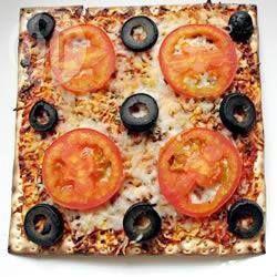 Kosher pizza with matzo for passover. Pessah. http://allrecipes.fr/recette/10968/la-meilleure-pizza-de-pessah.aspx?o_is=LV