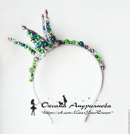 Корона на ободке `Изумруд и серебро`.Ободок из бусин.Корона из проволоки