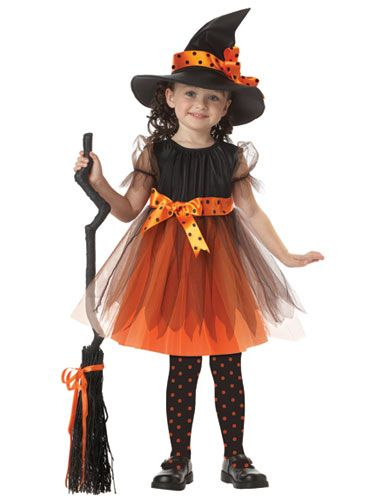 Cute little witch, looks like an easy costume, and it looks great!
