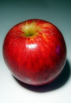WOMEN OVER 40 & 50: fashion for apple-body shaped women - http://boomerinas.com/2012/11/best-brands-for-apple-shapes-women-over-40-50-60/