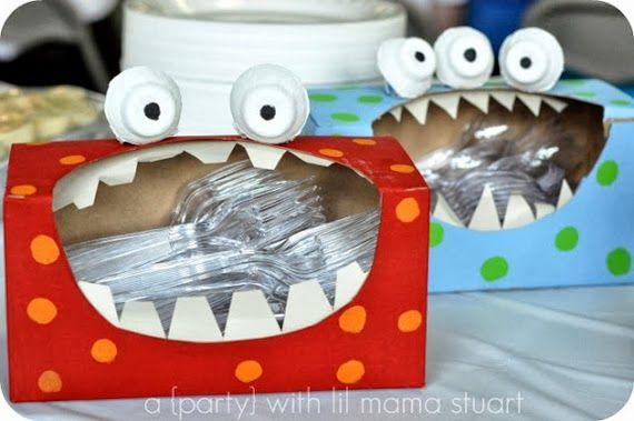 convertir una caja de cartón de pañuelos en una caja decorada como un monstruo para guardar materiales de mates (tapones para sumar...)