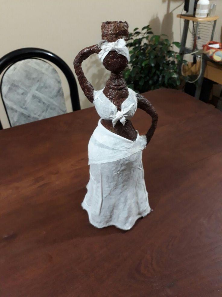 Africanita  (con botella de lavandina y pasta de piedra)