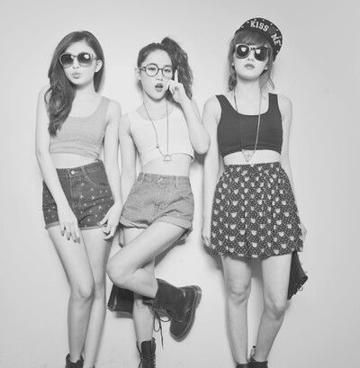 """""""Hipsters"""", before they were cool, were described as people who didn't wear regular, average clothes. They were unique and stylish in their own ways. But now, hipsters are nothing more than Boho or thrift shop fashion. There's nothing wrong with wearing what you like, but idk why everyone trys to look the same."""