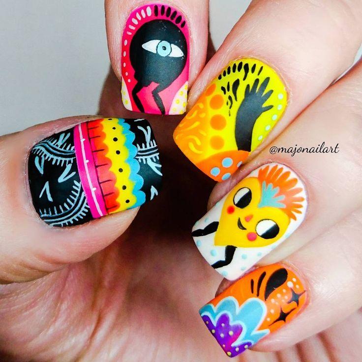 """156 Me gusta, 11 comentarios - Majo Gutiérrez (@majonailart) en Instagram: """"Nuevo nail art!!! Los colores de Essie son irresistibles, es difícil escoger solo uno!!! Aquí,…"""""""
