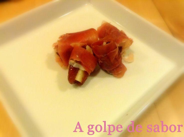 Dátiles rellenos de queso y envueltos en jamón serrano http://agolpedesabor.blogspot.com.es/2014/01/datiles-rellenos-de-queso-y-envueltos.html