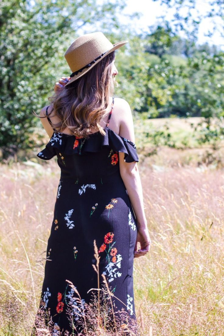 Floral Maxi Dress, Maxi Dress, Floral Print Dress, Ruffles, Off the shoulder, Dresses for Summer, Summer Style, Summer Fashion, Straw Hat, Hats for Summer, Women's Fashion