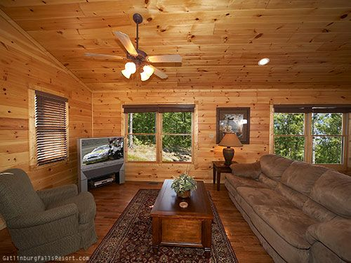 "Gatlinburg chalet rental ""High Ground"" - 3-BR cabin"