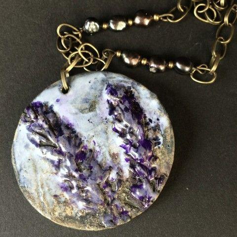 Keramický náhrdelník Levandule šperk náhrdelník přívěsek originální keramika levandule fialová přírodní autorský světlemodrá struktura levandulový keramický šperk originální keramický