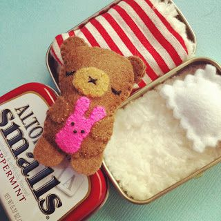 The sweetest little project I've ever seen. Teddy in an altoid tin.