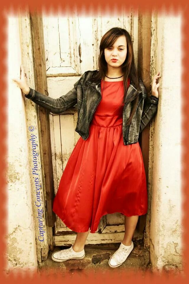 Zaytoen - Lady with the red dress on