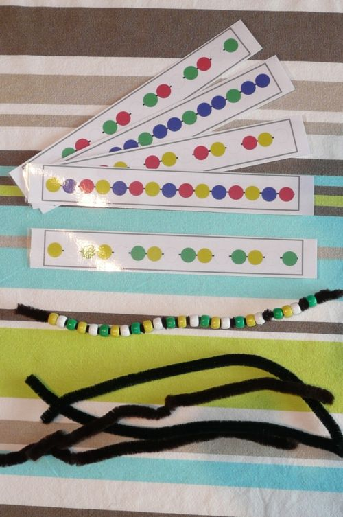 In the early years students can follow sequences to creating bead patterns. Discuss with children how we follow the pattern using an algorithm, Atelier Autonome Individuel Les perles sur le cure-pipe GS-CP - Zaubette