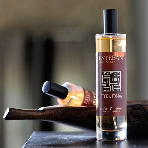 Un eau de toilete en vaporizador para tu hogar. La frangancia Teck and Tonka de Esteban Parfums te llevará al instante a revivir los aromas y atmósfera de África.. Pulveriza cada habitación de tu casa...