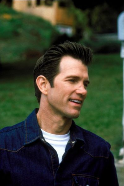 The Chris Isaak white T-shirt & denim ...