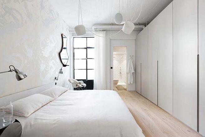 Лондонская квартира-лофт от Cloud Studios выполнена в индустриальном стиле с гостиной открытой планировки и естественным освещением. Расположен лофт в здании старого завода под Edgware Road, Лондон, Англия.